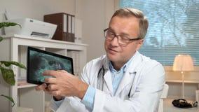 medycyna online Samiec lekarka radzi pacjenta używa wideo gadkę zdjęcie wideo