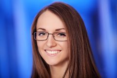 Medycyna Zbliżenia headshot portret życzliwy, rozochocony, ono uśmiecha się, ufna kobieta, opieka zdrowotna profesjonalista w błę Zdjęcia Royalty Free