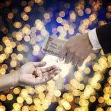 Medycyny biznesowy pojęcie, Biznesowy ręki wynagrodzenie dla leków zdjęcia royalty free