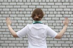 Medycyny pojęcia lekarka Ręki w stronach Obrazy Stock
