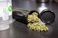 Medyczna marihuany nakrętka obrazy royalty free