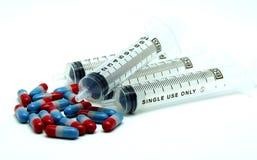 Medyczna strzykawki i recepty medycyna na Białym tle Zdjęcie Royalty Free