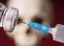 Medyczne buteleczki i strzykawka Zdjęcia Royalty Free