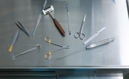 Medyczni instrumenty dojrzały ponad operacji plastycznej białą kobietą Obraz Royalty Free