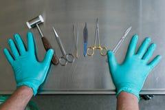 Medyczni instrumenty dojrzały ponad operacji plastycznej białą kobietą Zdjęcie Royalty Free