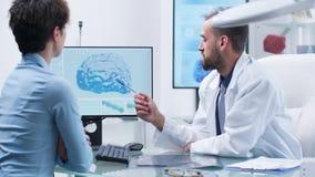 Medyczny naukowiec opowiada m??d?kow? interwencj? zdjęcie wideo