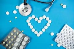 Medyczny t?o z barwi? paczkami pigu?ki oncept apteka, klinika, leki, migreny medycyna Wizerunek na chorobie, grypa, zdjęcie stock