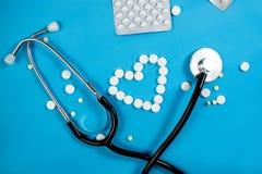Medyczny t?o z barwi? paczkami pigu?ki oncept apteka, klinika, leki, migreny medycyna Wizerunek na chorobie, grypa, obrazy royalty free