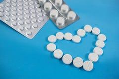 Medyczny t?o z barwi? paczkami pigu?ki oncept apteka, klinika, leki, migreny medycyna Wizerunek na chorobie, grypa, obrazy stock
