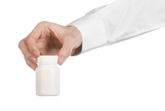 Medyczny temat: lekarki ręka trzyma białego opróżnia słój pigułki na białym tle Obraz Royalty Free