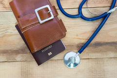 Medyczny turystyki pojęcie Stetoskop z paszportem Zdjęcie Stock