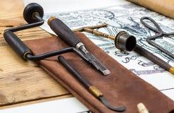 Medycznych instrumentów operaci średniowieczny świder na skóry pokrywie dalej Fotografia Royalty Free