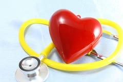 Medycznych instrumentów, stetoskopu i czerwieni zbliżenia kierowy strzał, Zdjęcia Royalty Free