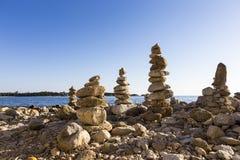 Medytacja kamienie na each inny Obraz Royalty Free