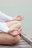 Medytacja młodymi kobietami fotografia royalty free