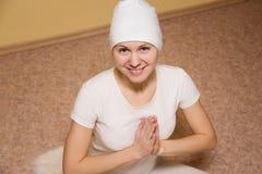 Medytacja, młoda kobieta w joga lotosu pozie Zdjęcia Royalty Free