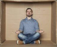 Medytacja w małym pokoju Zdjęcie Stock
