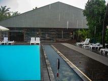 Meedhupparu,马尔代夫- 12 16 2012年:与一场热带暴雨的一张照片 库存图片
