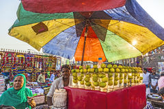 Meena义卖市场的人们 免版税图库摄影