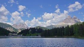 Meer in Alpen stock video