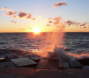 Meer auf Sonnenuntergang Stockfotografie
