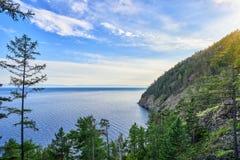 Meer Baikal dichtbij dorp van Listvyanka royalty-vrije stock foto's
