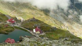 Meer Balea in Fagaras-Bergen Timelapse, Roemenië Het gebied van Transsylvanië (24fps) stock videobeelden