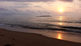 Meer bei Sonnenaufgang stock footage