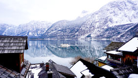 Meer, berg, dorp en het Leven in Hallstatt Royalty-vrije Stock Afbeelding