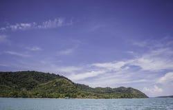 Meer, Berg und Wolke Stockfoto