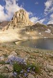 Meer in bergen met grote rots in Turkije Aladaglar Royalty-vrije Stock Foto