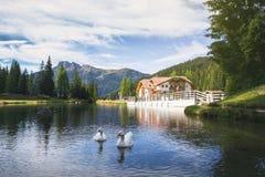 Meer bij de Dolomietbergen Royalty-vrije Stock Foto