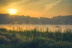 Meer bij zonsopgang Stock Afbeelding