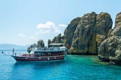Meer, Boot und Insel Lizenzfreie Stockbilder