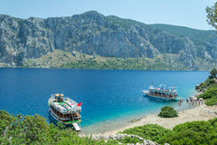 Meer, Boot und Insel Stockbild