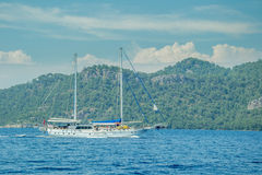 Meer, Boot und Insel Lizenzfreie Stockfotografie