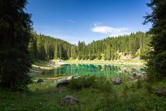 Meer Carezza, Dolomiet, Italië, 2016 Stock Afbeeldingen