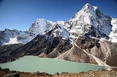 Meer Cholatse in trek Everest stock foto
