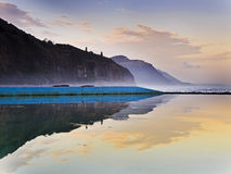 Meer Cliff Bridge Coast Pool Reflect lizenzfreie stockfotos