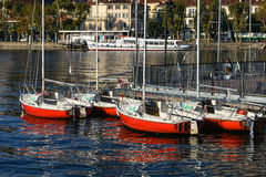 MEER COMO, ITALY/EUROPE - 29 OKTOBER: Boten bij Meer Como Lecco stock foto's