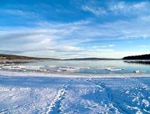Meer, das frei vom Eis wird Stockfoto