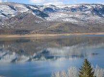 Meer in de bergen royalty-vrije stock fotografie