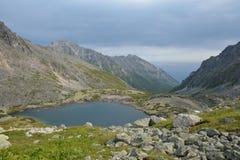 Meer in de bergen van de Barguzin-rand bij Meer Baikal Royalty-vrije Stock Fotografie