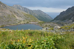 Meer in de bergen van de Barguzin-rand bij Meer Baikal Stock Foto
