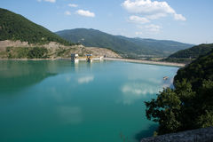 Meer in de bergen van de Kaukasus. Stock Afbeelding