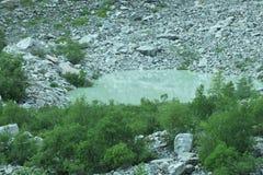 Meer in de bergen van Georgië Stock Foto's