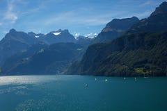 Meer in de Zwitserse Alpen Stock Foto