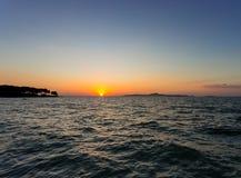 Meer in der Sonnenuntergangzeit Lizenzfreie Stockfotos