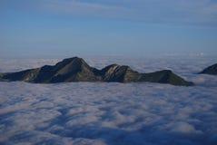 Meer der Wolken in den Alpen Lizenzfreie Stockfotos