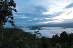 Meer der Zeit des Nebels morgens Lizenzfreie Stockfotos